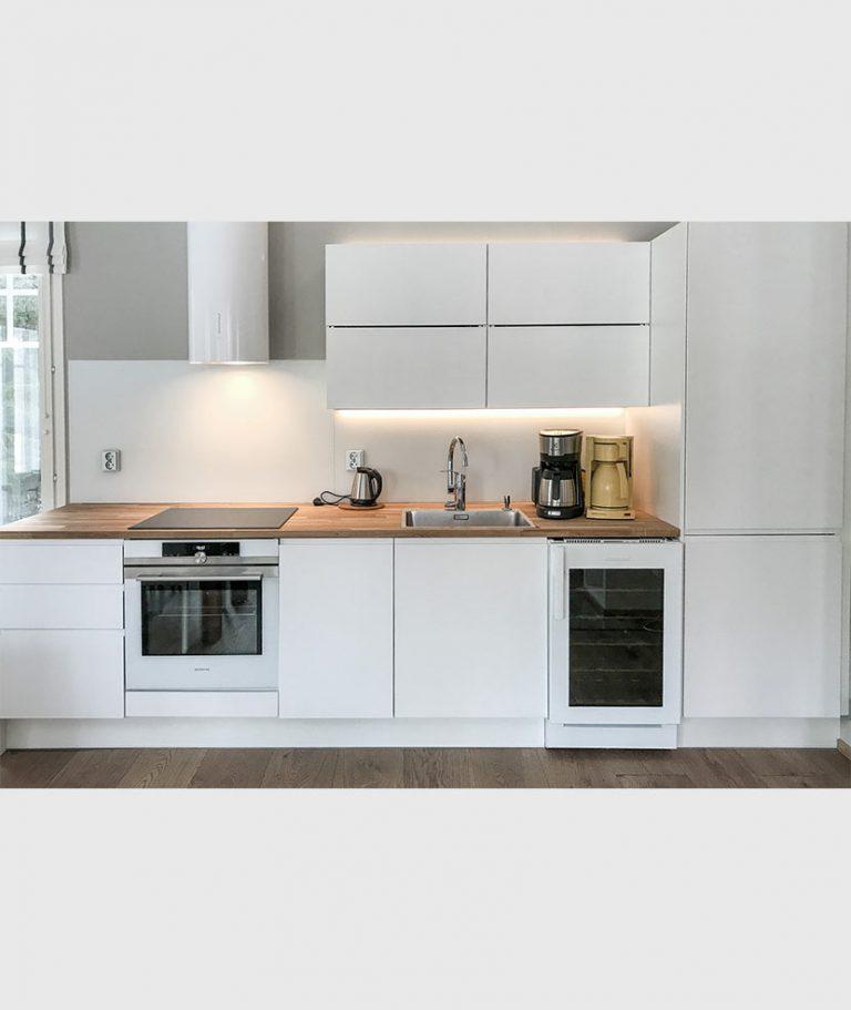 50VL valkoinen keittiossa