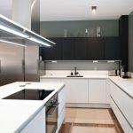 Kauniissa ja modernissa keittiössä Festivon rosterinen kylmiöpakastin