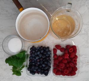 Festivo kuohuviinihyytelö marjoilla valmistus