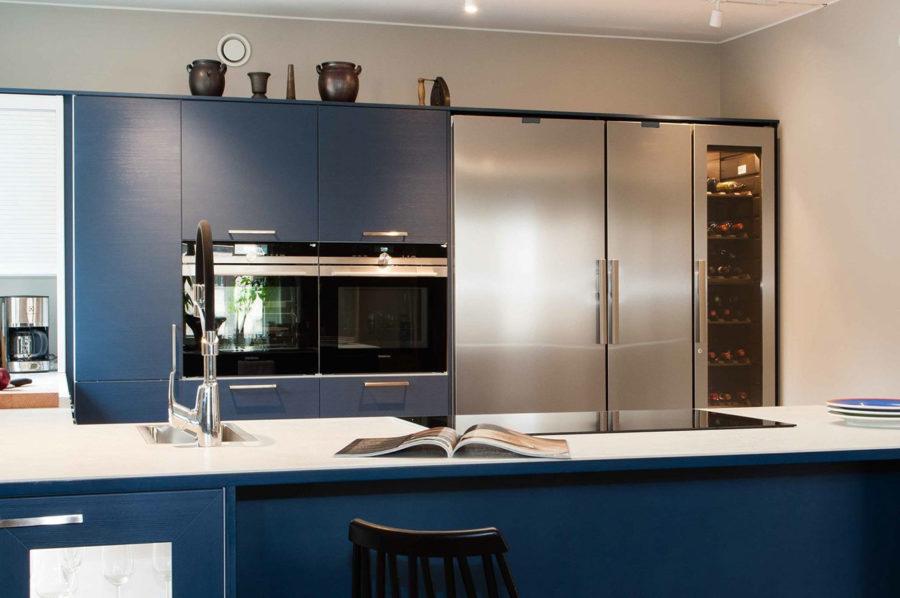 Festivon kylmiön, pakastimen ja viinikaapin yhdistelmä Puustellin keittiössä